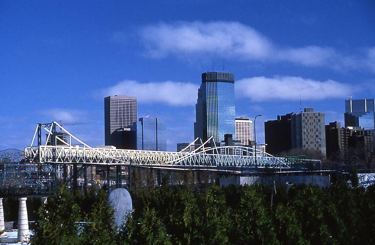 The Irene Hixon Whitney Bridge, 1988 - Siah Armajani