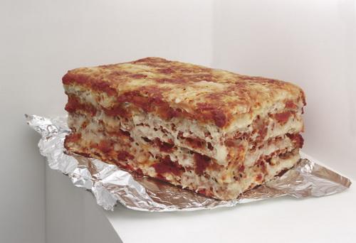 Une part de lasagne al forno à emporter, 2012 - Michel Blazy